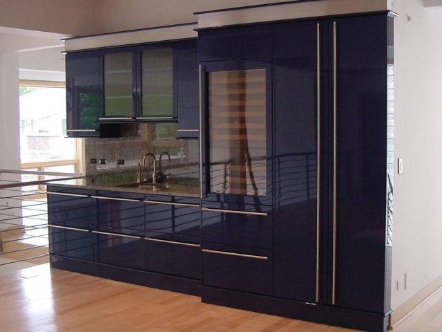 Blue wet bar with gloss finish