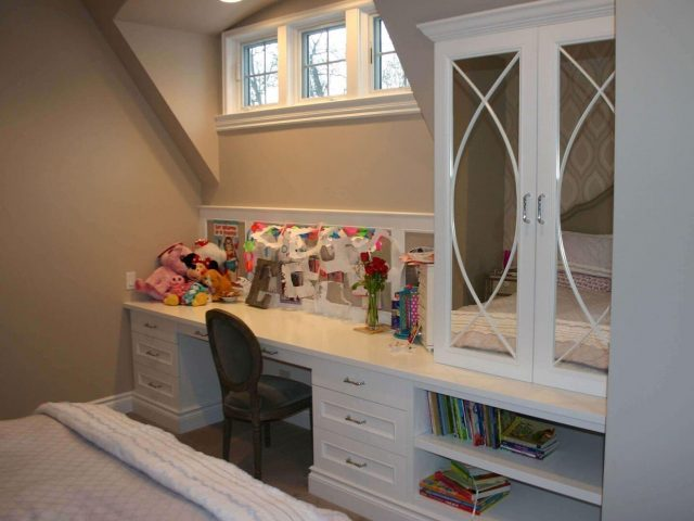 Kid's bedroom with white desk