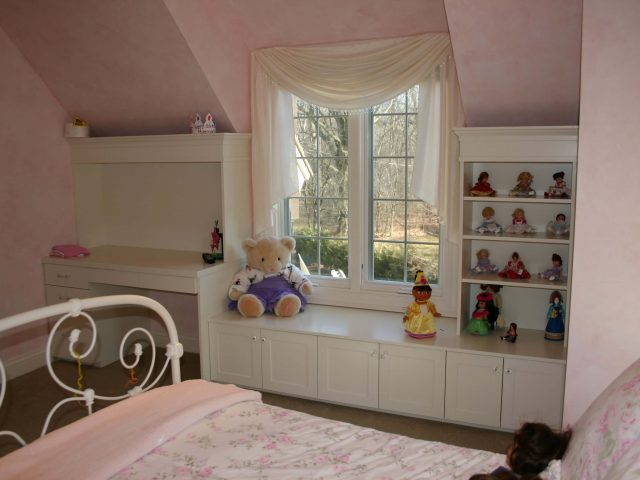 Children's bedroom desk set with white cabinetry