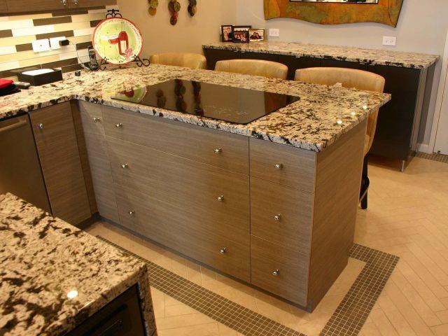 Kitchen peninsula with laminate cabinetry