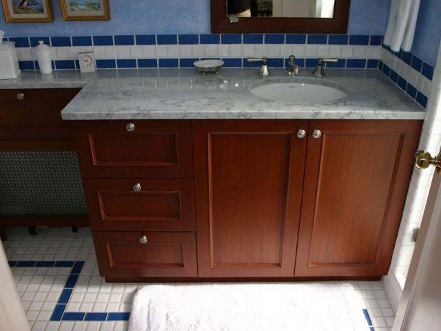Mahogany wood bathroom vanity