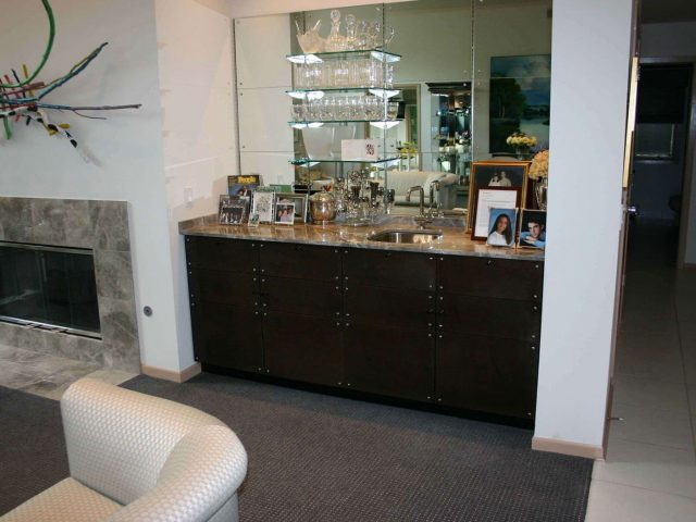 Black maple wood wet bar