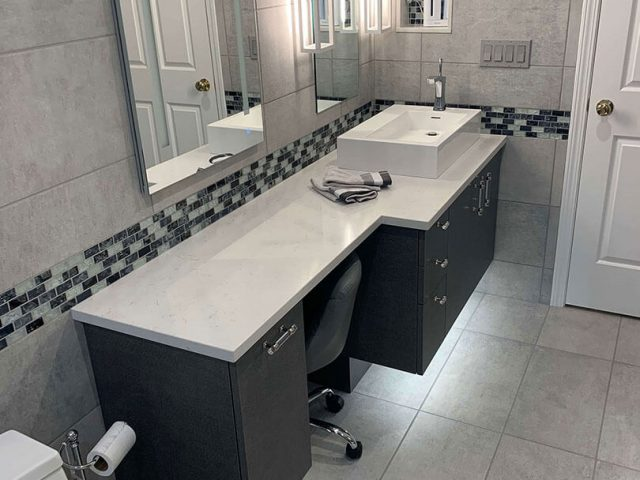 Bathroom vanity with recessed toe