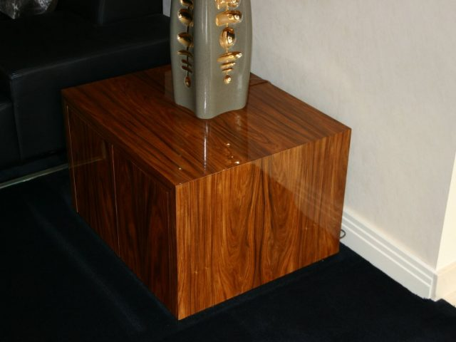 Rosewood gloss end table