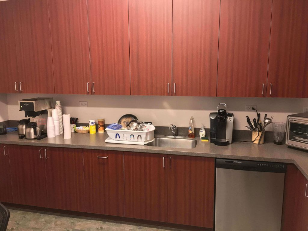 Solid surface countertop and laminate cabinets